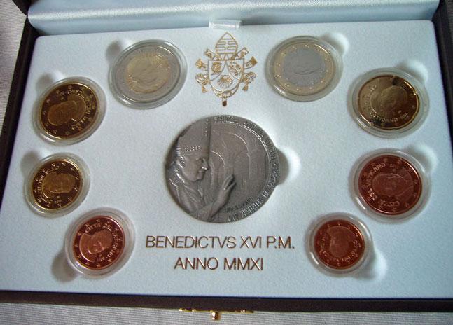 2011 Vatican Mint Set, 8 Euro Coins PROOF Photo