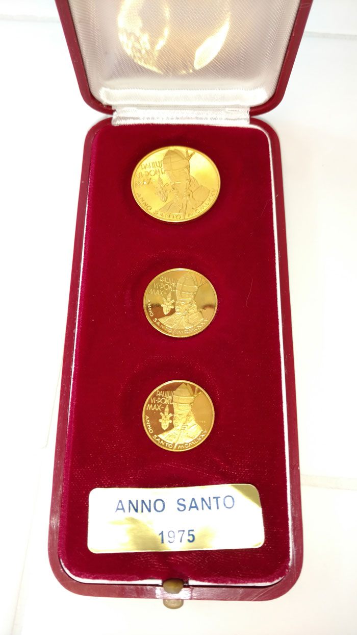 Paul VI 1975 Anno Santo Gold Medal Trio Photo