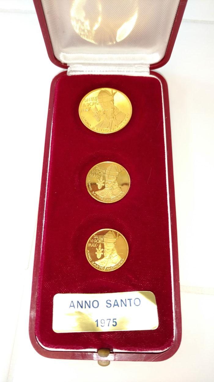 Paul VI 1975 Anno Santo Gold Medal Trio Photo