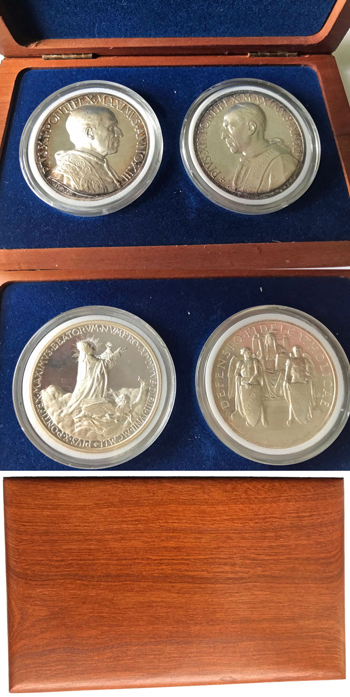 Two Pius XII Silver Medals, Wood Case Photo